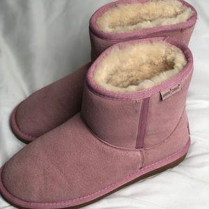 Minnetonka. Pink blush boots. 8. Wool lined